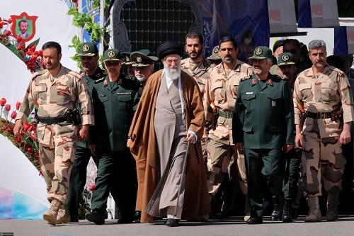 پاسخ رهبرانقلاب به نامه سردارسلیمانی: ضمن تبریک این پیروزی بزرگ تأکید میکنم که از کید دشمن غفلت نشود