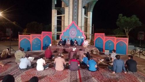 شبهای ماه مبارک رمضان در جوار شهدای گمنام شاهینشهر مراسم جزء خوانی قرآن کریم برگزار میشود