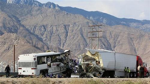 منابع محلی از تصادف یک دستگاه تریلر با اتوبوس مسافربری در جاده میمه- اصفهان خبر دادند