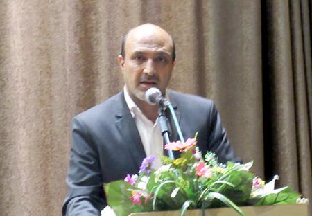 به ازای هر پست سازمانی در شهرداریهای اصفهان ۵ نفر وجود دارد که این کار خلاف قانون است