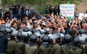 دستاورد اعتراض های شب گذشته در خیابان های شاهینشهر ۳ کشته و ۱۲ زخمی بود
